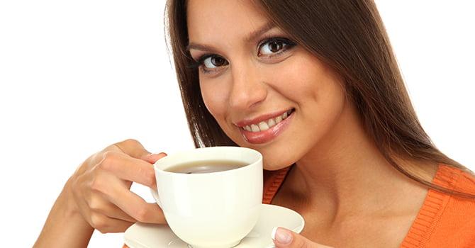 Vrouw die Koffie drinkt
