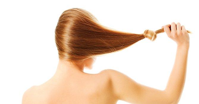 Brunette Met Knoop In de Haar