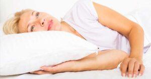 Blonde vrouw wakker perfect haar