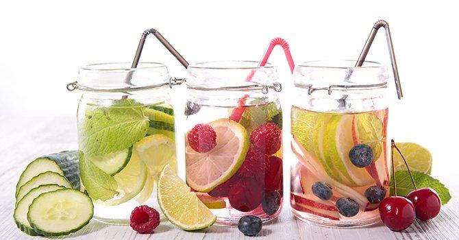 Hoe maak je detox water voor een stralende huid?