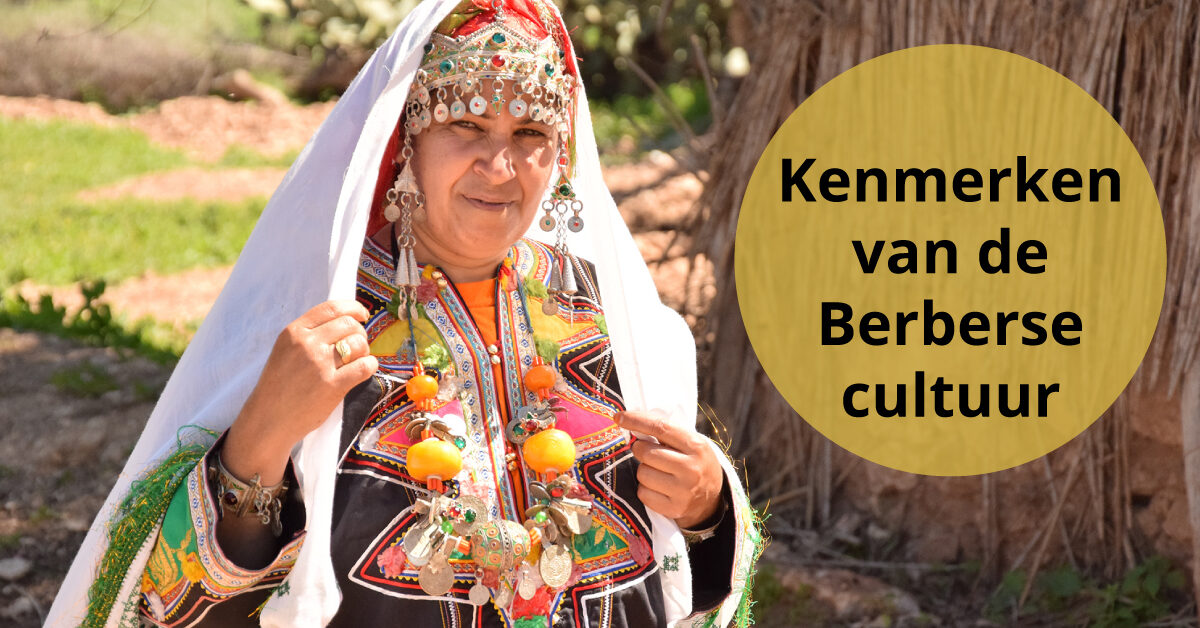 Berbervrouw in kenmerkende klederdracht cultuur