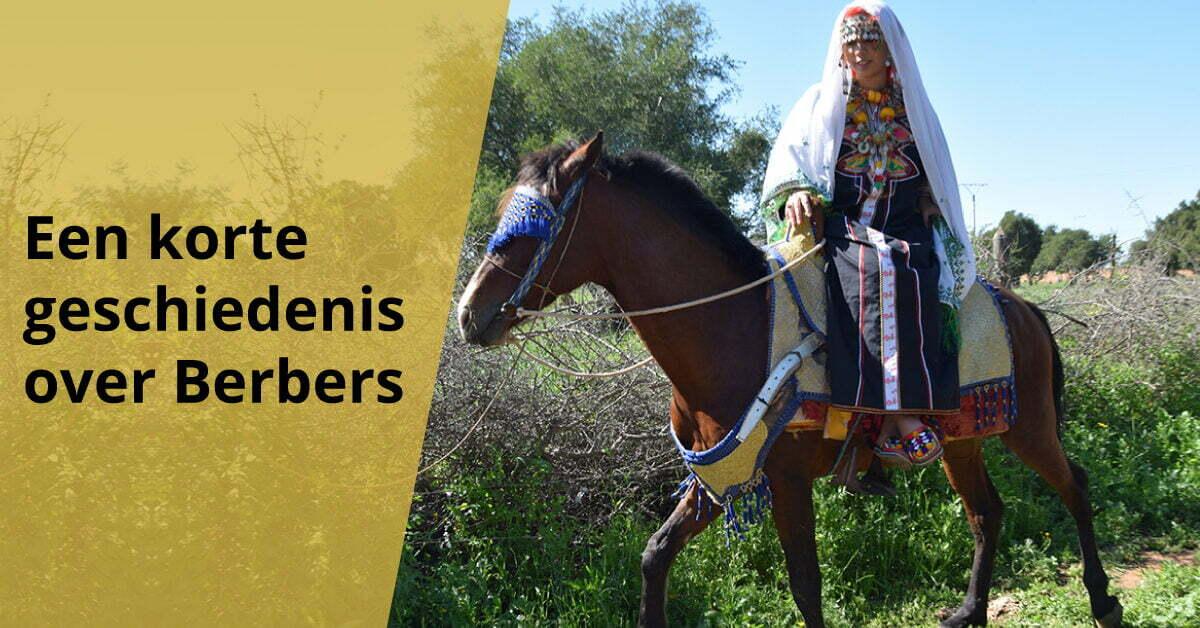 Berbervrouw op paard in klederdracht geschiedenis berbers