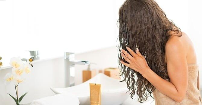 Kleine Aanpassingen aan je Haarverzorging voor in de Winter