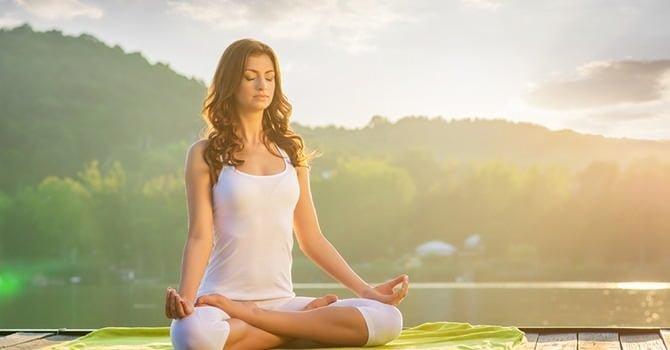 Pak stress en rugpijn aan met yoga poses
