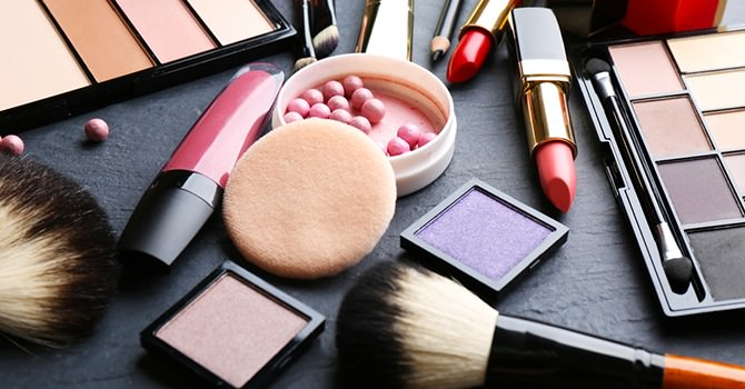 Zorg Dat Je Huid Niet in Aanraking Komt met Giftige Stoffen