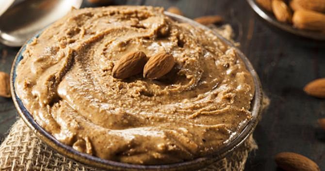 een-recept-met-culinaire-arganolie-de-traditionele-marokkaanse-dip-amlou1