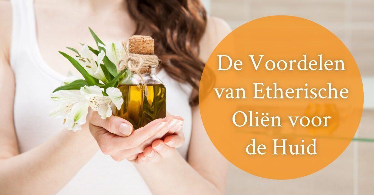 vrouw flesje olie in hand bloem